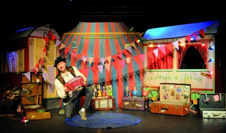 loup-clown-spectacle-cirque-enfants-jeune-public-marionnettes-theatre-ombres-musique-poesie-conte-prestidigitation